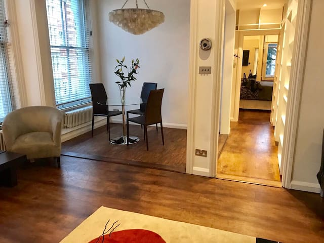 Modern apartment at Earls Court, amazing location!