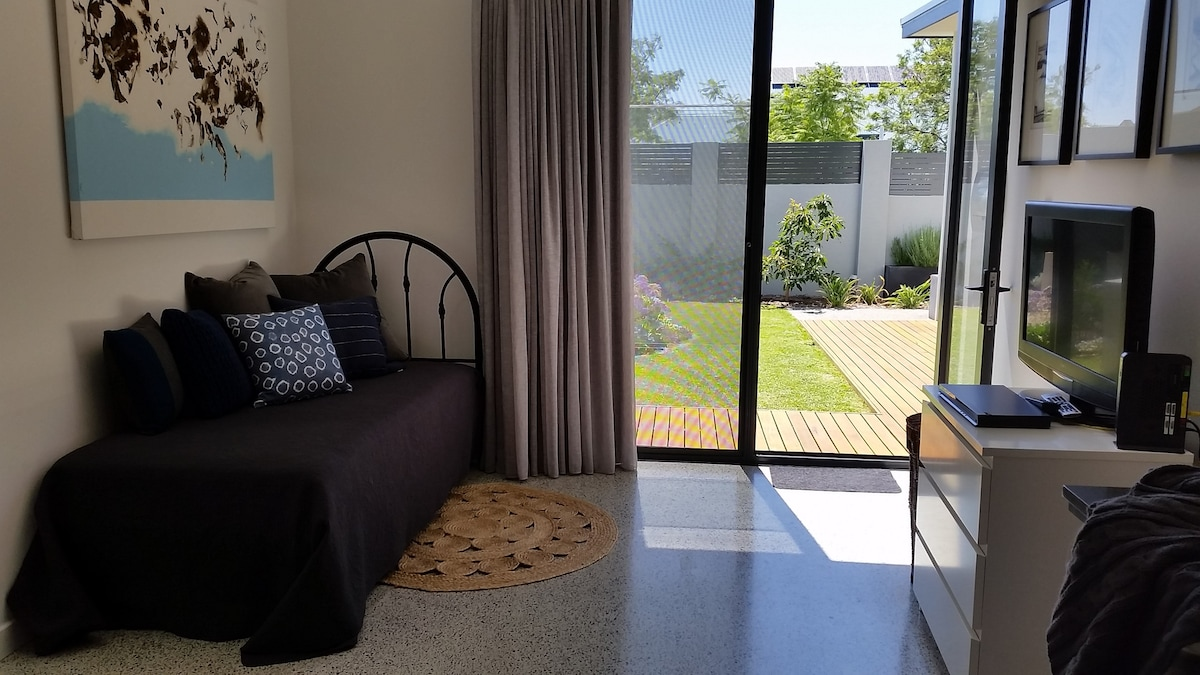 Salter Point 2018 (with Photos): Top 20 Places To Stay In Salter Point    Vacation Rentals, Vacation Homes   Airbnb Salter Point, Western Australia,  ...
