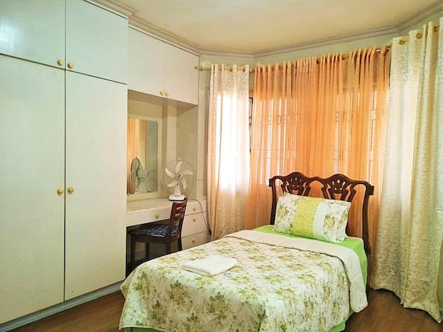 C. Third Room (₱ 1000) -1 single bed -air-conditioned -with Toilet and bath inside the room. -32 inches  flat TV with NETFLIX -we charge ₱300 for extra bed