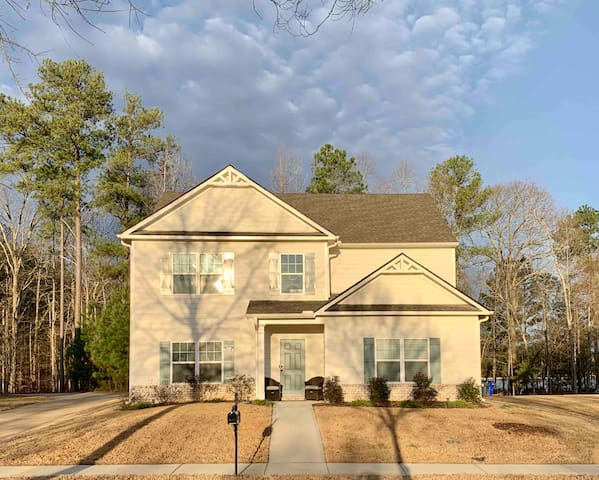 Beautiful New Home close to everything in Newnan!