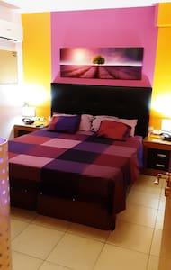 Acojedora  amplia habitación en Tenerife Sur (TFS)