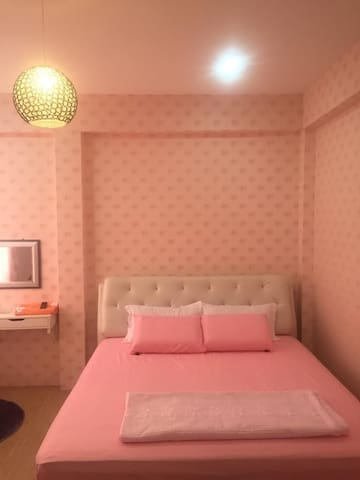 Sekinchan Pinky Couple King Bed Room