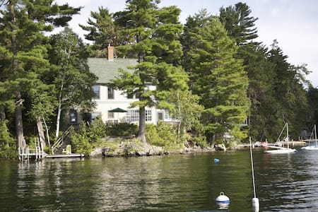 Lakefront Home with private dock - Smoke Free