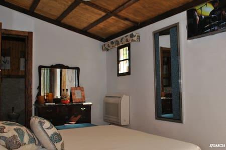 Habitación privada con jacuzzi, ideal para parejas - Peñaflor - Overig