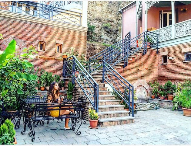 Cosy Duplex with Terrace in Historical Center - Tbilisi - Hus