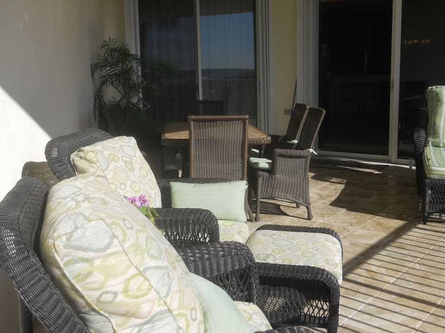 Oversize balcony with dining table, chairs