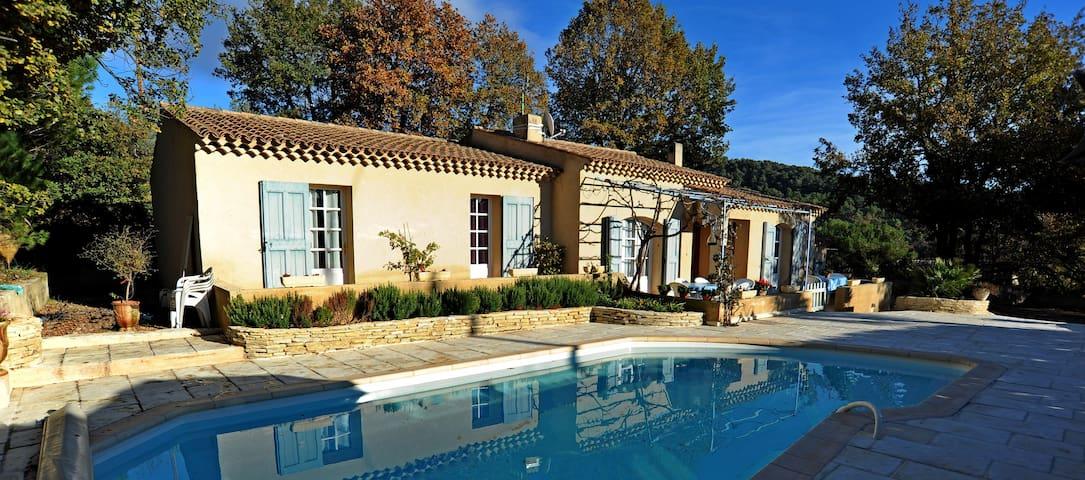 villa calme et agréable  au cœur du Lubéron - Villelaure - Vila