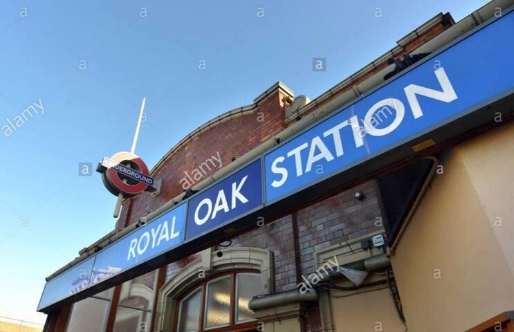 Central London Flat In Royal Oak, Bayswater!