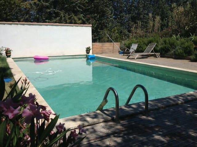 Villa piscine 10 mn Aix en Provence - Aix-en-Provence - House