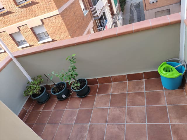 SUNNY APARTEMENT WITH BALCONY NEAR METRO!!!