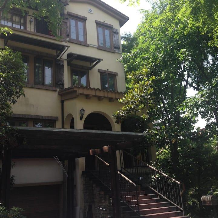 墅区里的阳台小屋