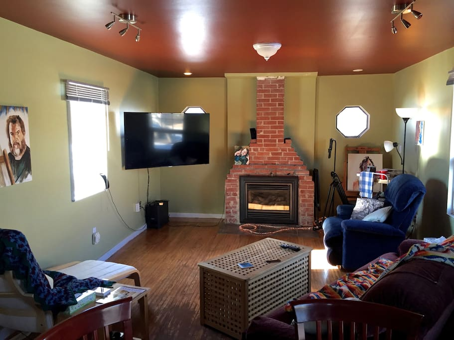 Big screen tv, fireplace, room to paint!