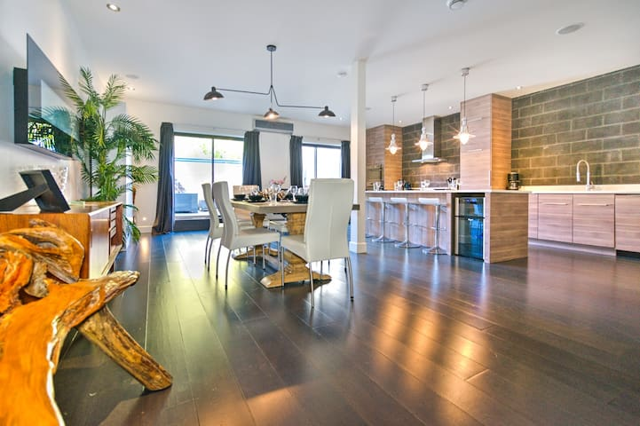 Liv MTL   Plateau   Up to 60% OFF  Penthouse 2BR + Rooftop Terrace + Ideal Big Family