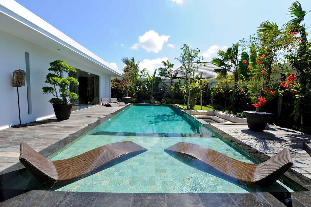 Villa Cantik sun deck in the pool