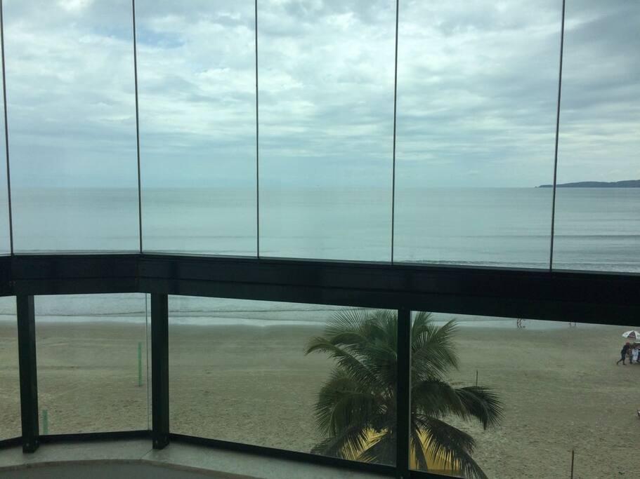 Ampla vista de toda a extensão da praia