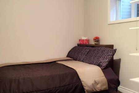 Wonderful room. - Toronto - House