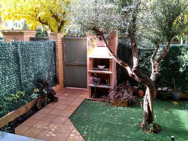 Habitación abuhardillada en casa - Figueres - Ev