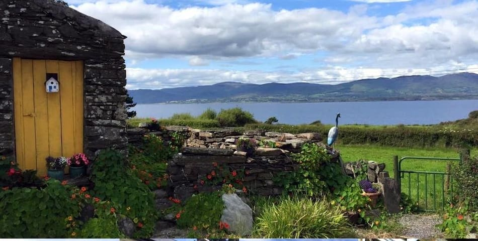 Double room in 300yr old Farmhouse - Bantry - Hus