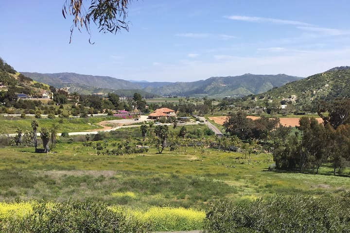 Hidden getaway Private home in San Pasqual Valley