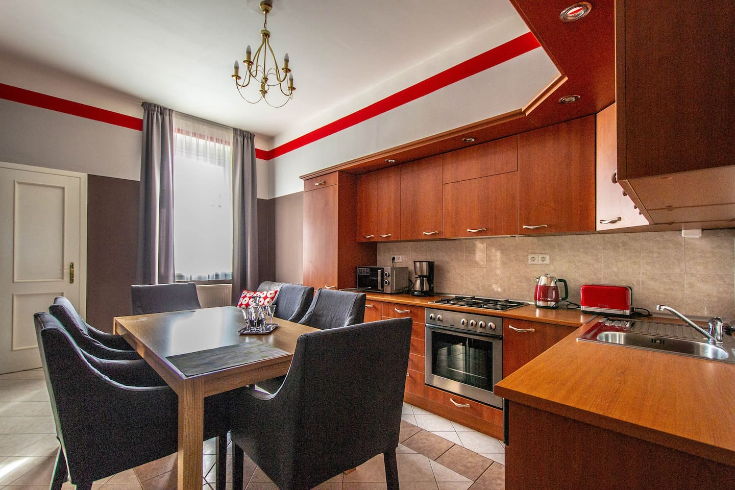 Apartment is 85 m2 big. It has a modern kitchen with a dining area. Armchairs are super comfy!