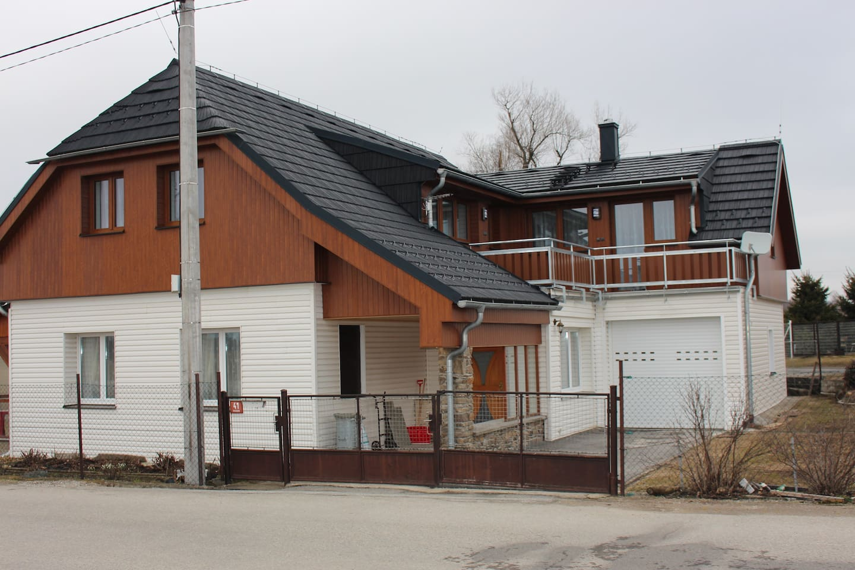 Ubytování Chalupa Vacov - přízemí -6 lůžek, patro - 3 apartmány s vybavenými kuchyňkami a sociálním zařízením