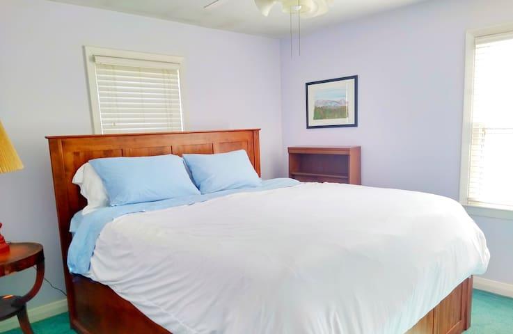 ★KING+QUEEN beds in Cozy Home★ includes BREAKFAST★