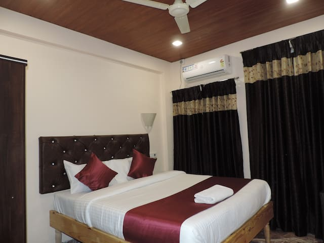 Deluxe Room in Punest Hadapsar