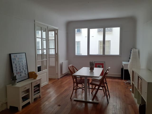 Grand appartement avec charme - Batignolles (17e)