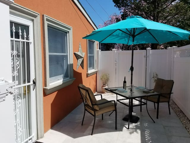 Secluded Sunny Studio. Private Entrance & Patio