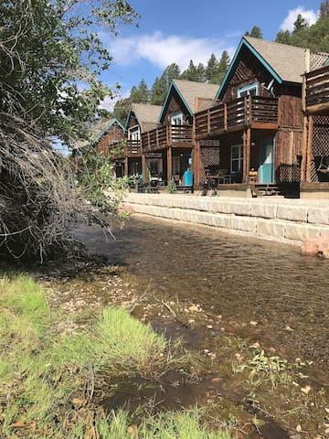 River Retreat Cabin 3