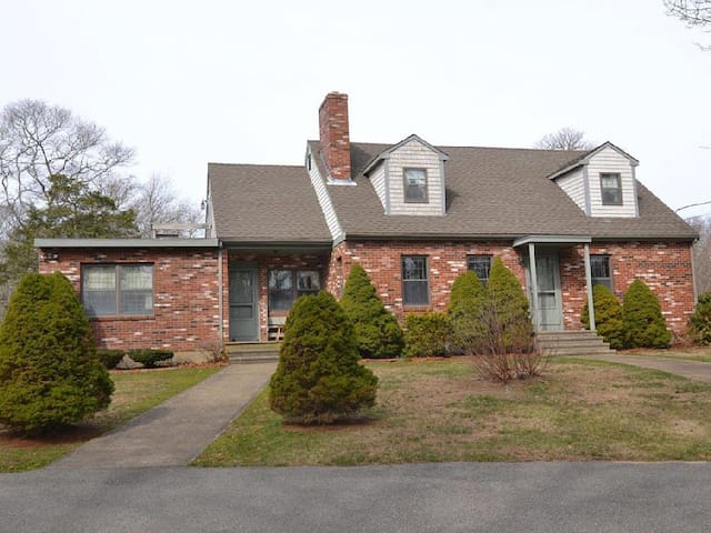 A cozy room in a 3 BR, 2 BA home - Westport - Maison