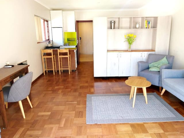Studio 19, a sunny, central studio in Rondebosch