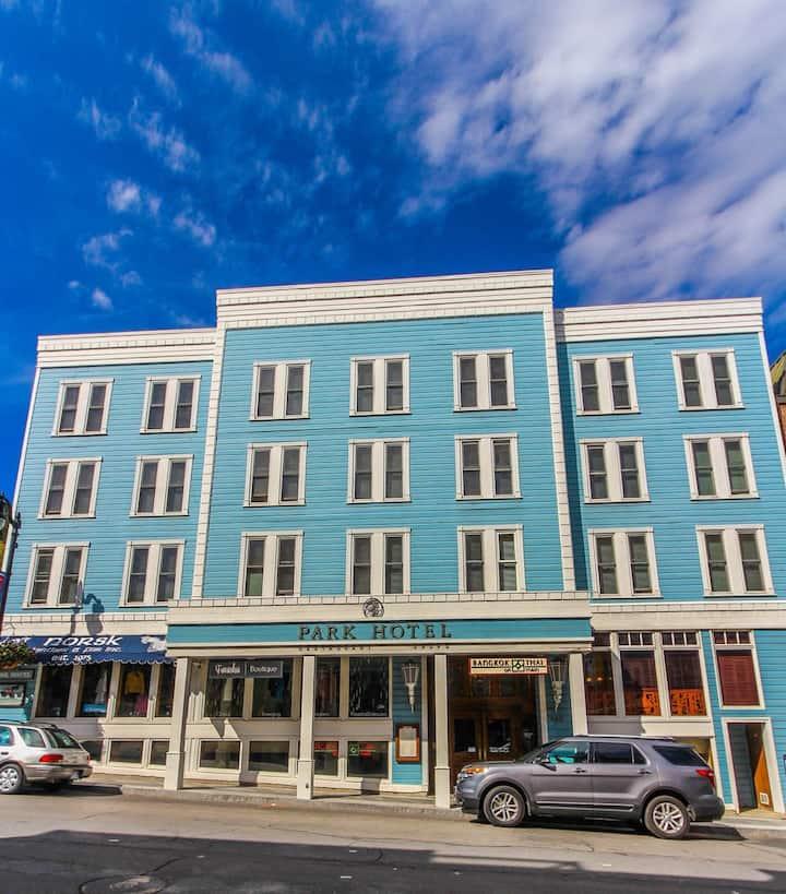 Park Hotel 1BR Ski Town Lift Main Street Shop Dine