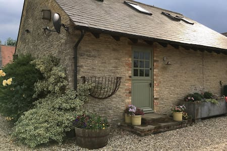 Countryside farm cottage close to Bicester Village