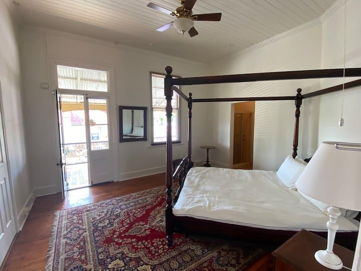 King Room 1 with Ensuite @ Royal Hotel Mandurama