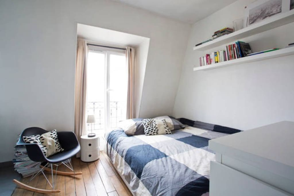 Appartement lumineux et fonctionnel avec un vrai lit convertible // Bright and functional appartement with a true convertible bed