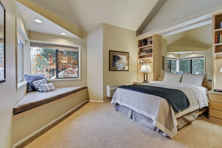 River Ridge 429B - Private, hotel style suite in Bend with access to fitness center.