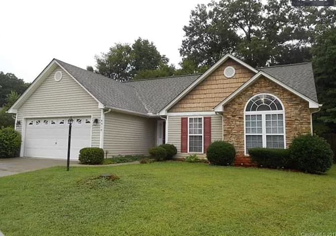 Entire 3 Bedroom Home   Mins from airport & uptown