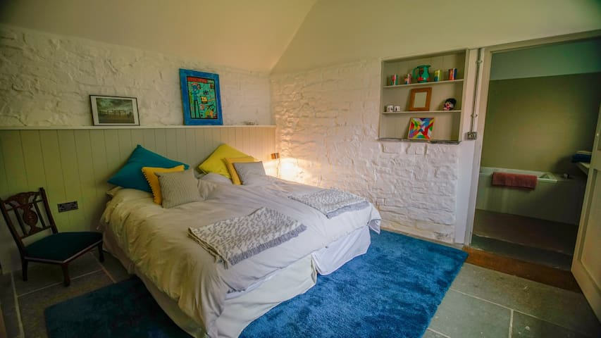 Bedroom 2 with two single beds that can be joined into one super kingsize.  Also with en-suite bathroom.