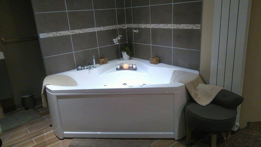 Chambre avec balnéo en Normandie - Saint-Saëns - Bed & Breakfast