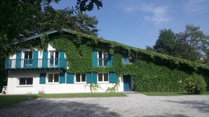 Villa de charme avec piscine et cuisine extérieure