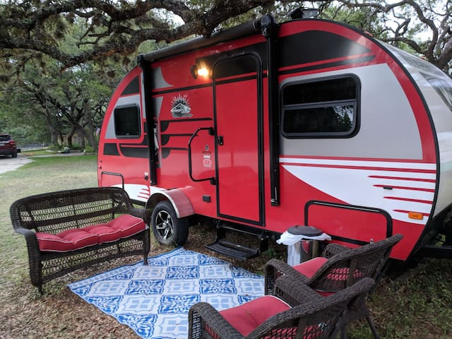 Hill Country Wimberley Winnebago RV w/ hot tub