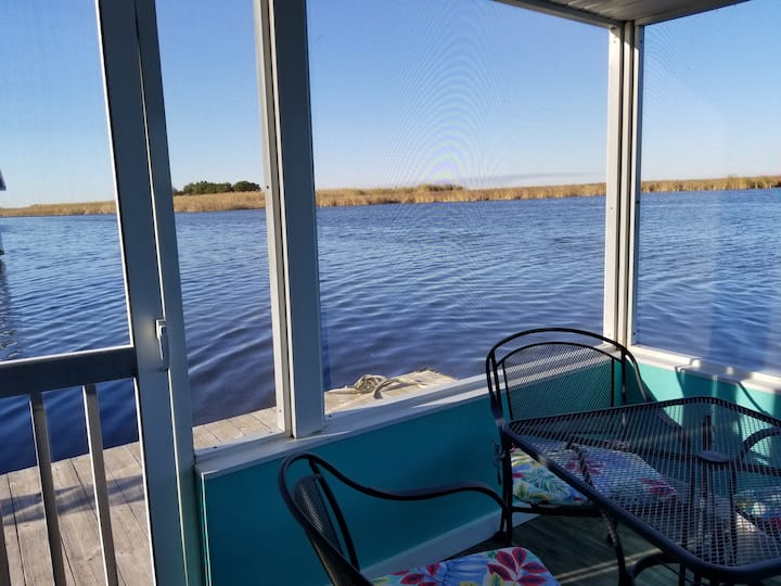 A Houseboat with SPECTACULAR Water Views!!!