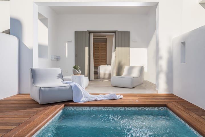 NEW |Comfort Room with Private Pool Naxos|18Grapes