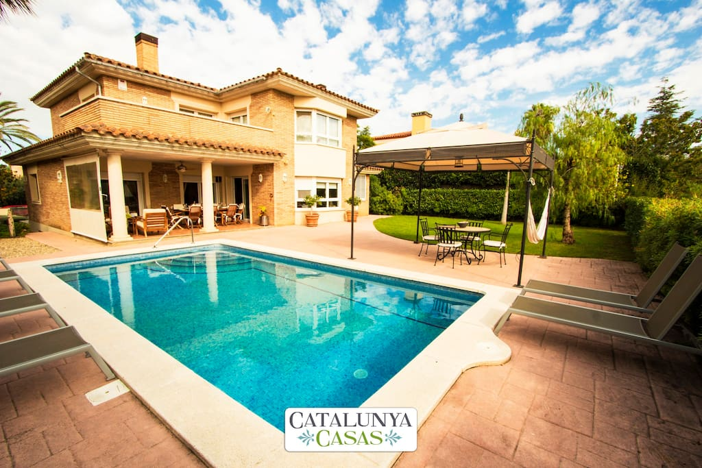 catalunya casas magnifique villa pour 9 personnes tarragone situ e sur un terrain de golf. Black Bedroom Furniture Sets. Home Design Ideas