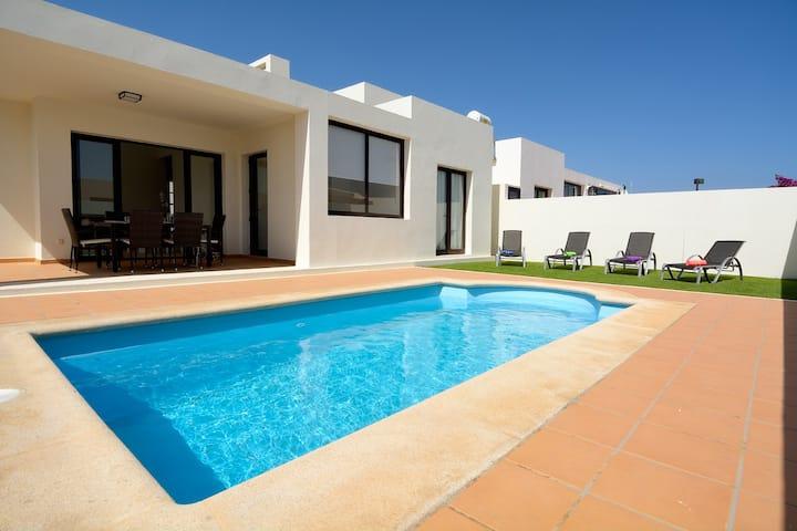 Villa Juabel, Playa Blanca, casa con piscina