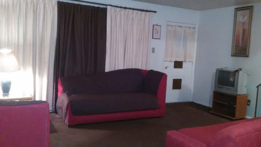 Cozy 2 Floor 2 Bed Apartment - Warrensville Heights - Apto. en complejo residencial