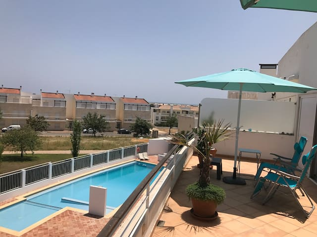 Penthouse with panorama, piscine, vue océan