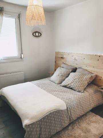 La chambre confortable et chaleureuse...