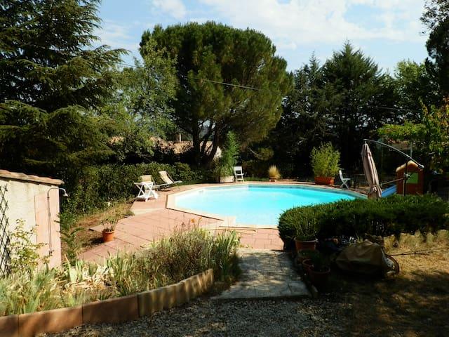 DANS LE CALME ET LA CAMPAGNE - La Tour-d'Aigues - Villa